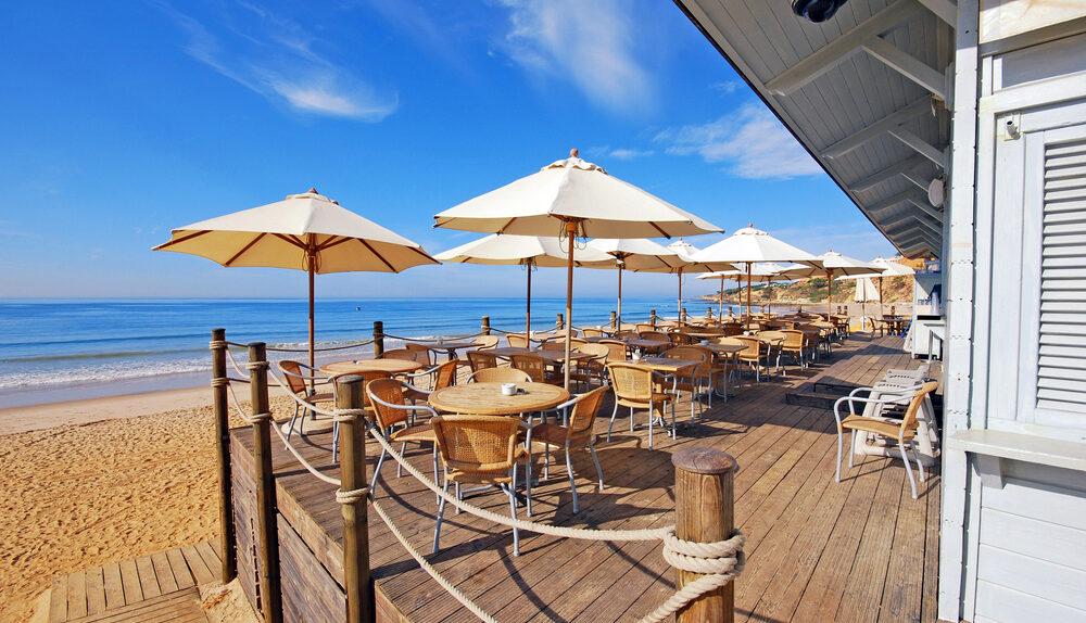 Choisir un parasol professionnel pour sa terrasse